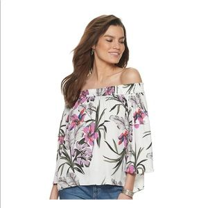 Jennifer Lopez off shoulder blouse